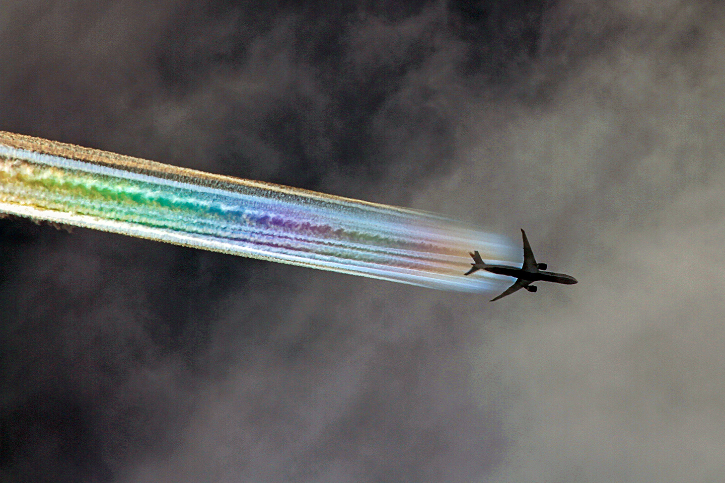 07.2_Ron_Smith_Boeing-777-contrail-Jul-a_1440w.1576078187.jpg